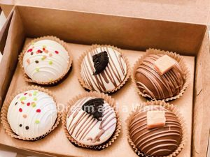 dream and a whisk pack of 6 hot chocolate bombs